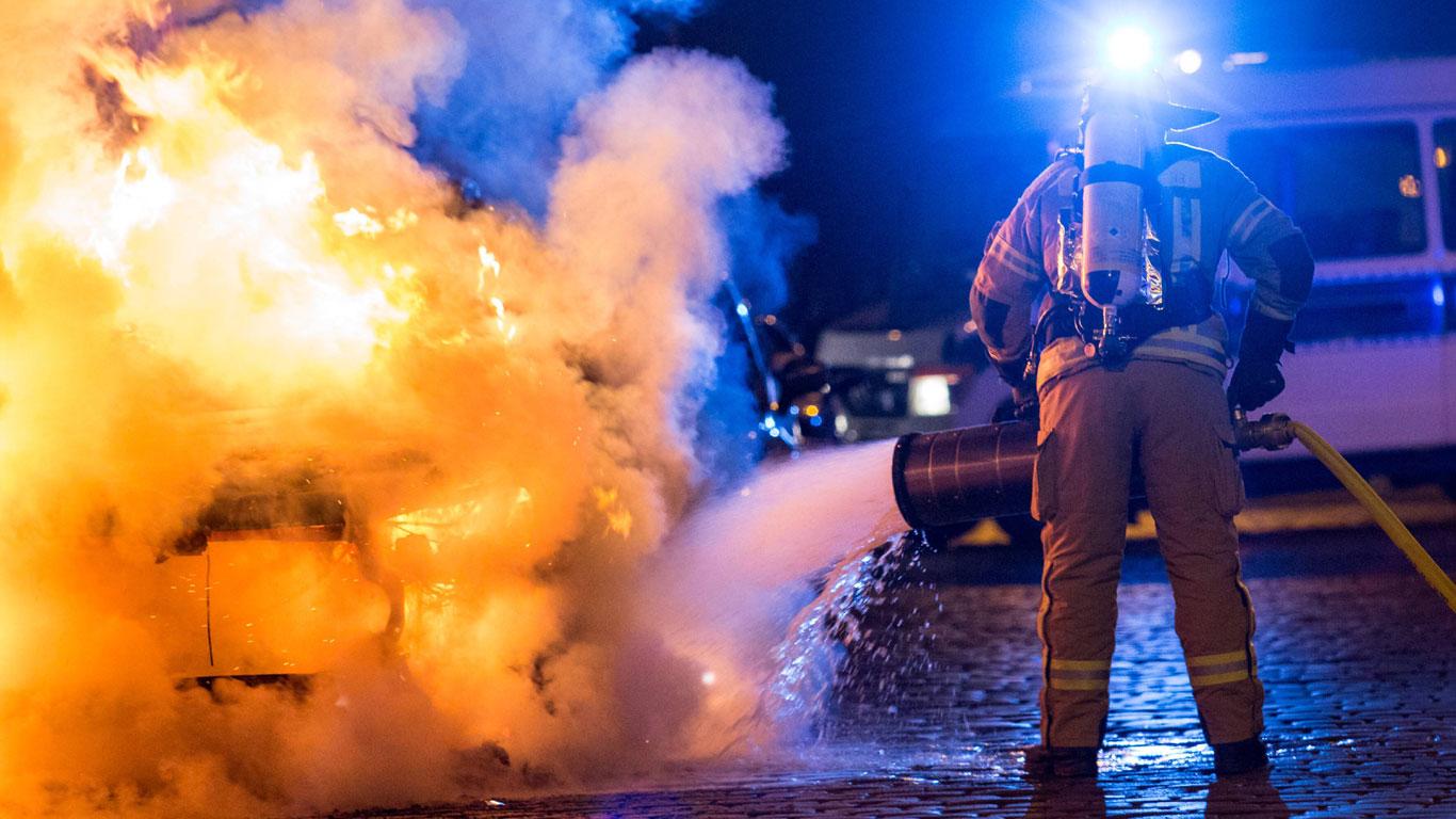 Feuerwehr löscht Brand