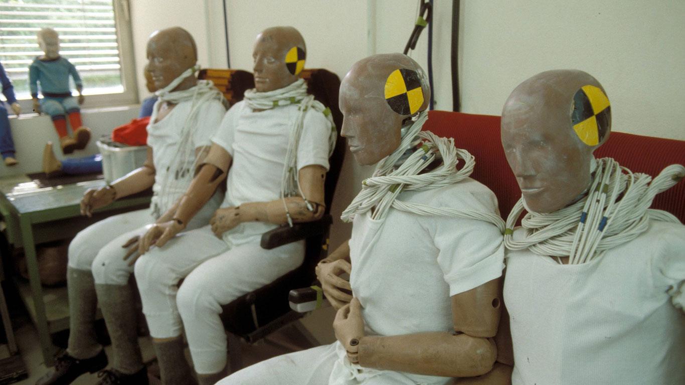 Test-Dummies oder Leichen aus dem All?