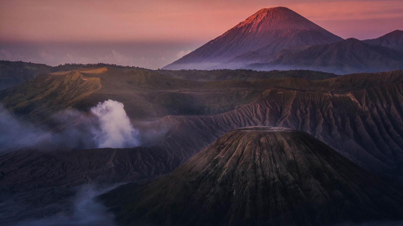 Der Pazifische Feuerring zieht sich von Neuseeland über den südostasiatischen Raum, Japan, Russland bis nach Nord-, Mittel- und Südamerika. Erfahren Sie mehr dazu in unserer Galerie.