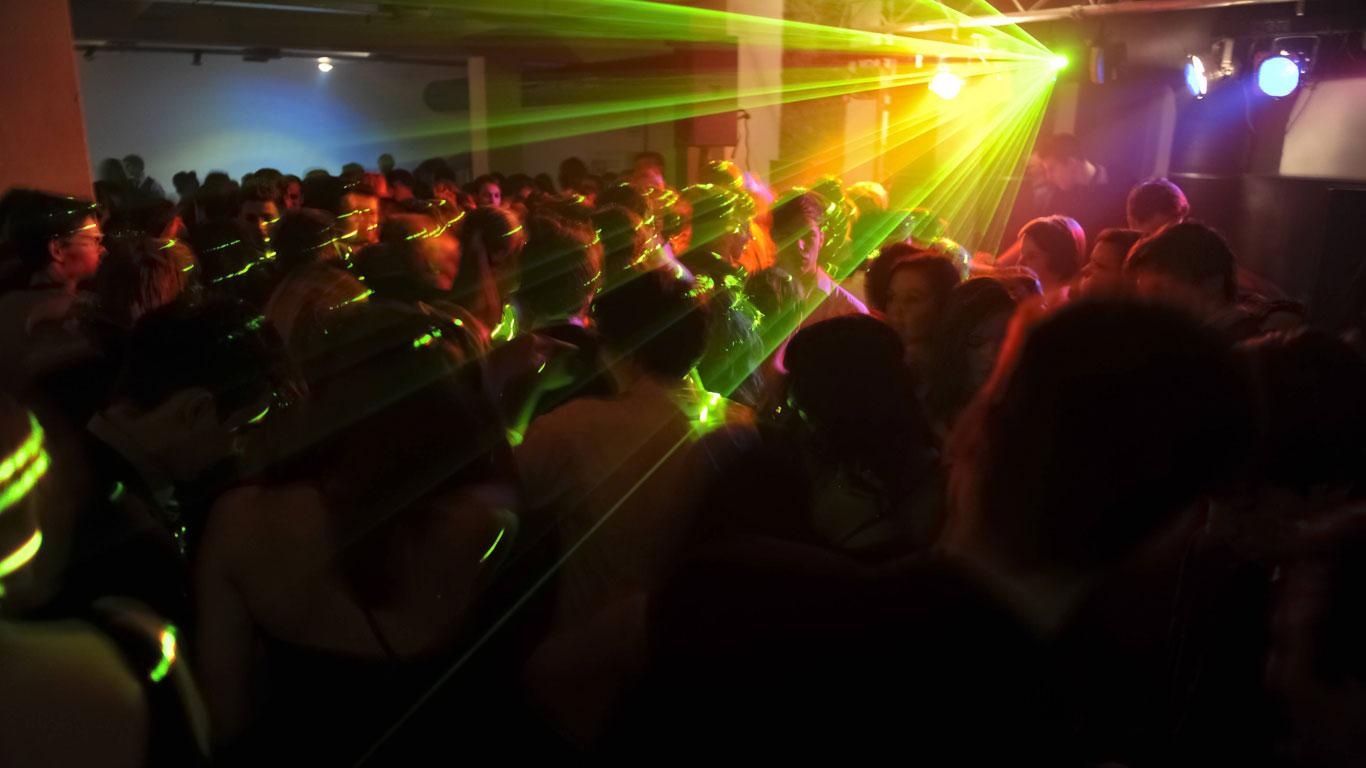 Dufte Typen auf der Tanzfläche