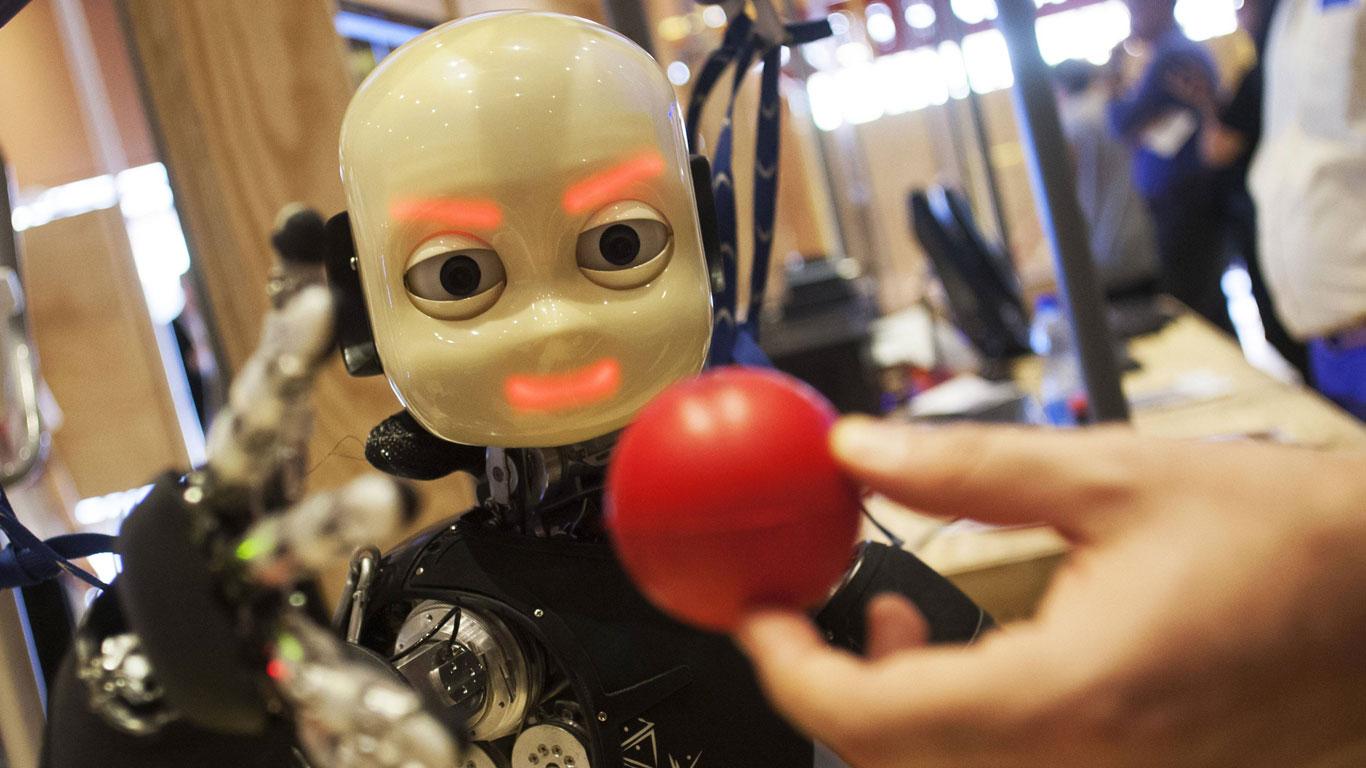 Warum faszinieren uns Menschmaschinen?