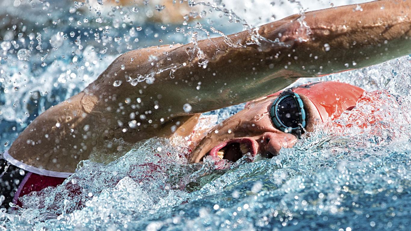 Schwimmen mit vollem Magen verursacht Krämpfe