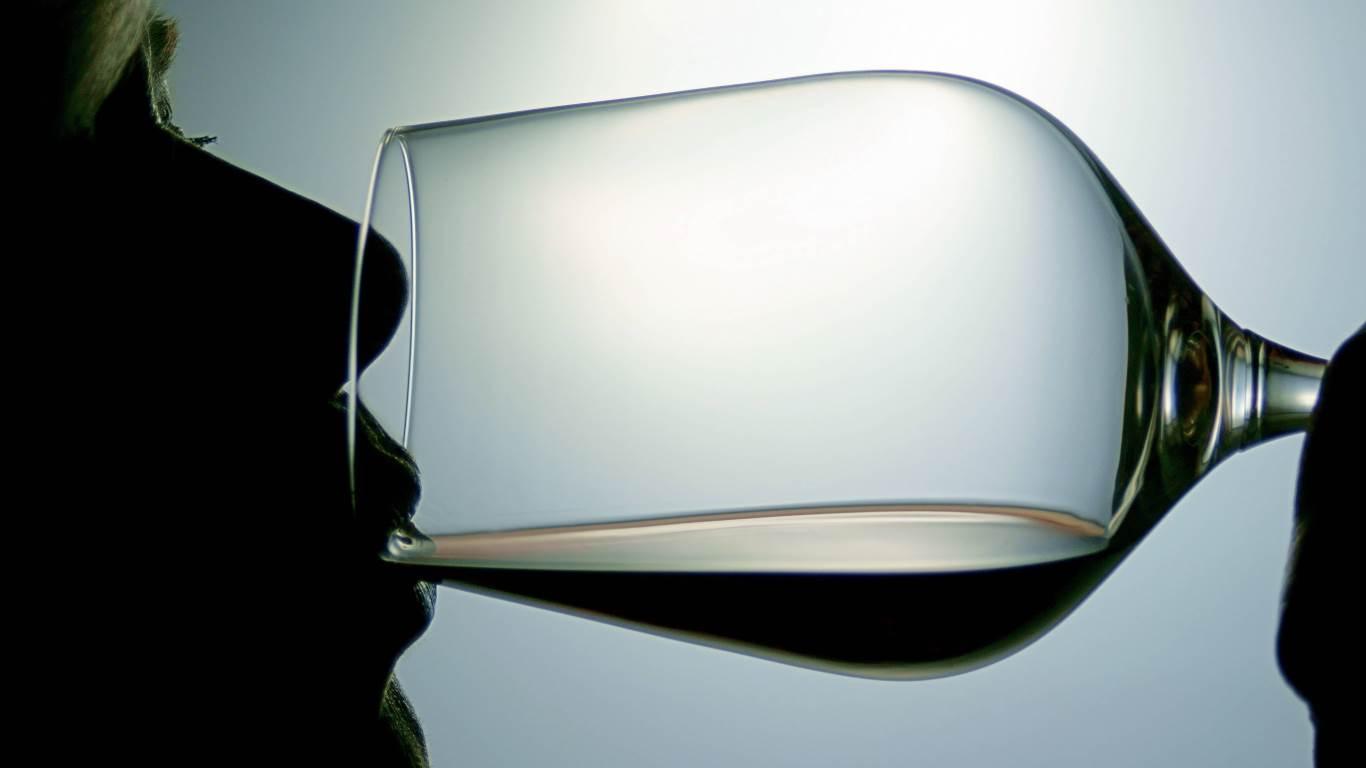 26. Der Arzt sagt: Ein Glas Rotwein fördert den Schlaf
