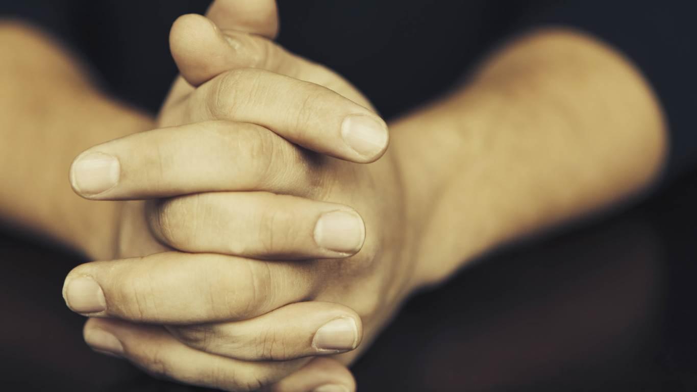 4. Der Arzt sagt: Nagelflecken deuten auf einen Mangel an Calcium hin
