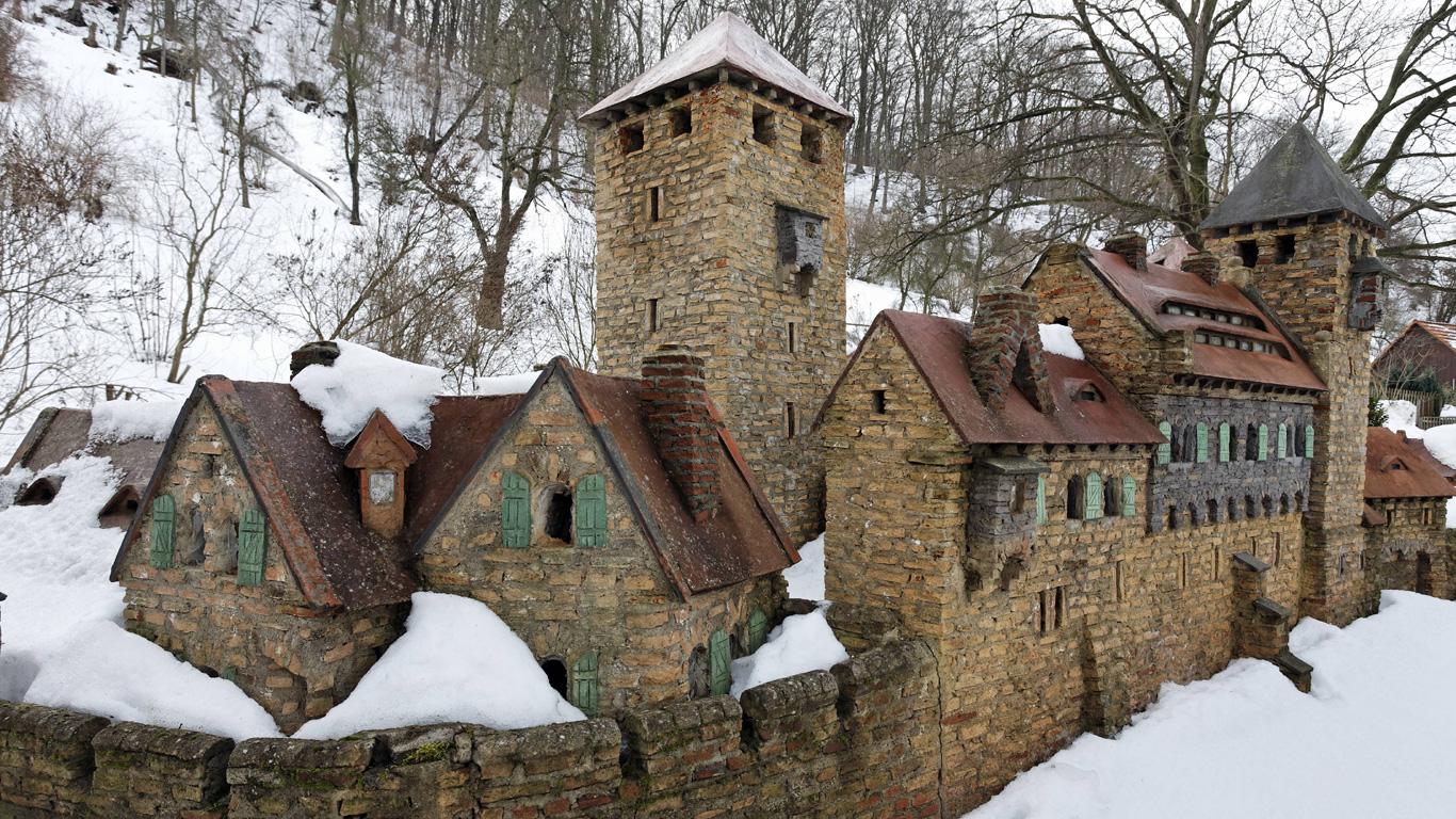 Von der Natur verschlungen – Burg Lauenburg; Stecklenberg (Sachsen-Anhalt)
