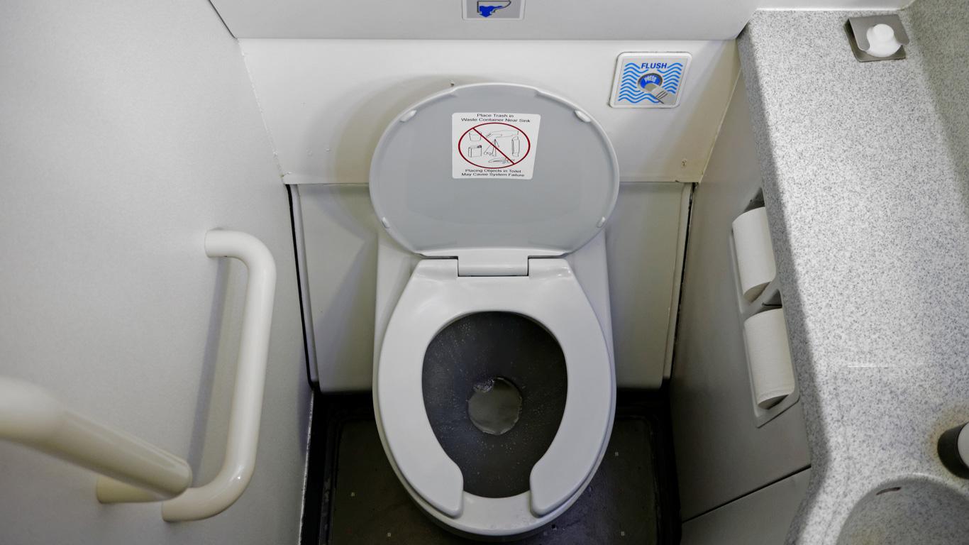 Wird die Toilette während des Fluges entleert?