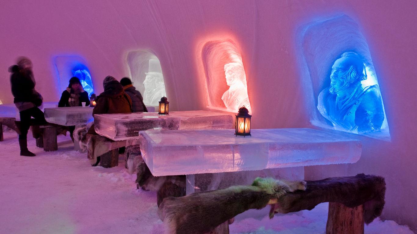 Schneeschloss mit Märchencharakter in Finnland