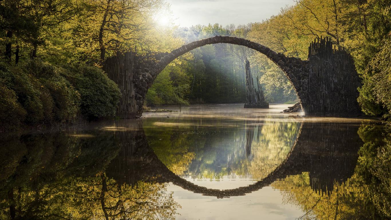 Rakotzbrücke: Bauwerk des Teufels (Gablenz, Sachsen)